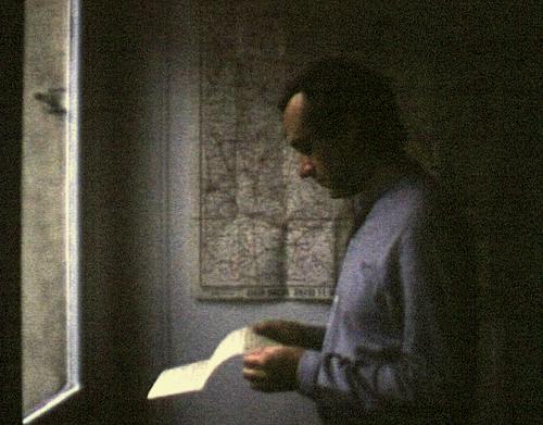 Jeune femme à sa fenêtre lisant une lettre, 1983, 45'